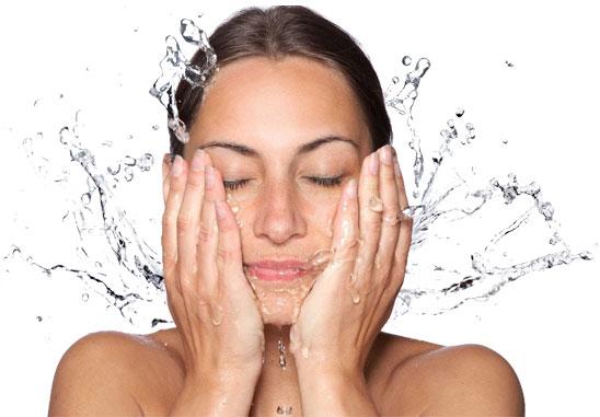 bước 1 rửa sạch mặt