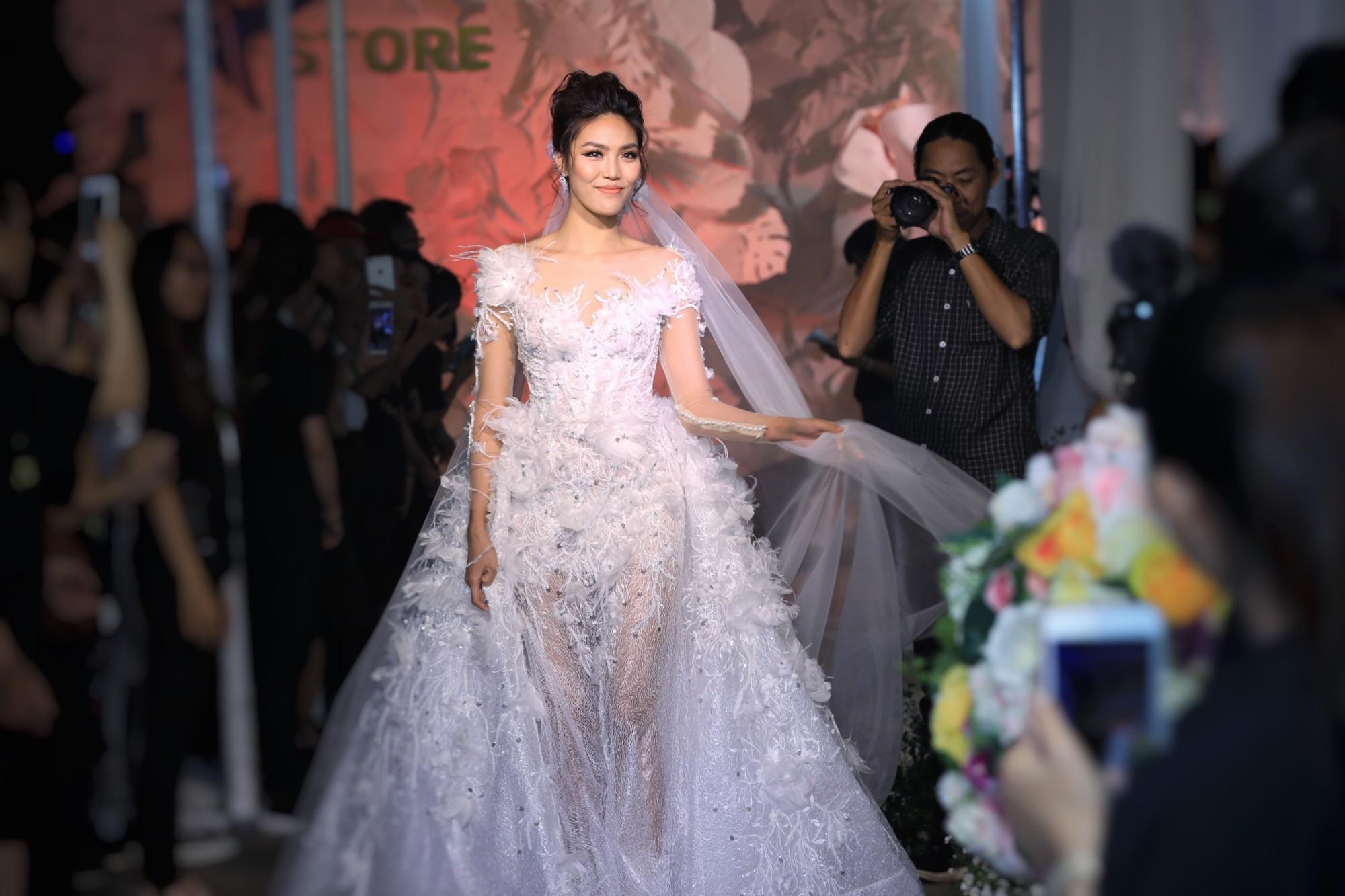 Hình ảnh Lan Khuê e ấp trong trang phục cô dâu khiến nhiều người không khỏi thích thú.