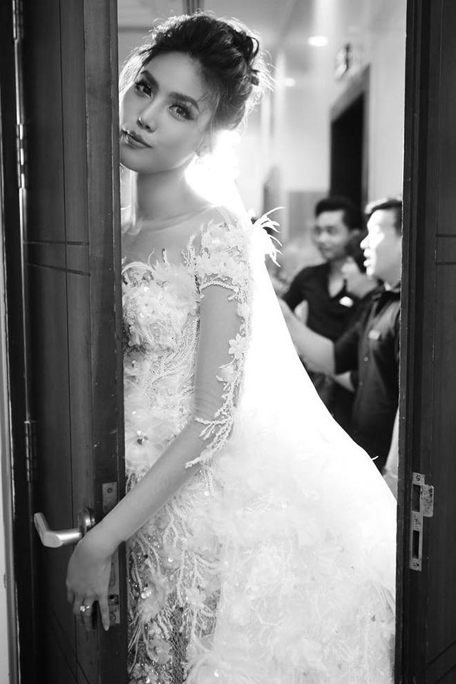 Chiêm ngưỡng cô dâu Lan Khuê trong váy cưới lộng lẫy trước ngày lên xe hoa