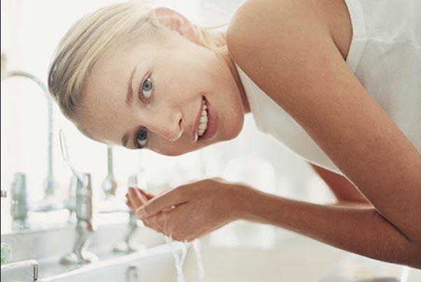 3 lưu ý quan trọng khi chọn sữa rửa mặt cho da nhờn